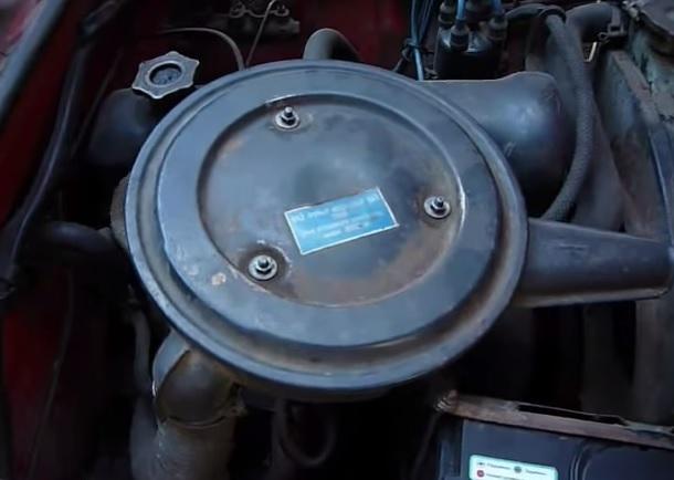 Воздушный фильтр (вид снаружи)